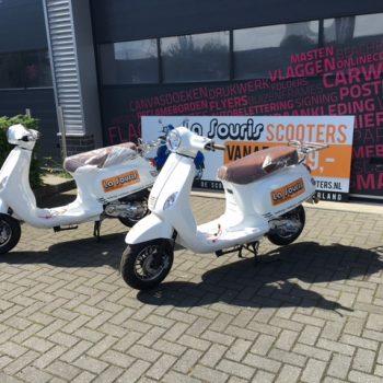 La Souris Scooters met belettering